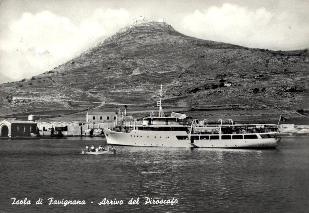 Arrivo del piroscafo a Favignana, 1961