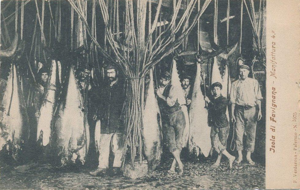 Operai dello stabilimento Florio a Favignana, primi '900