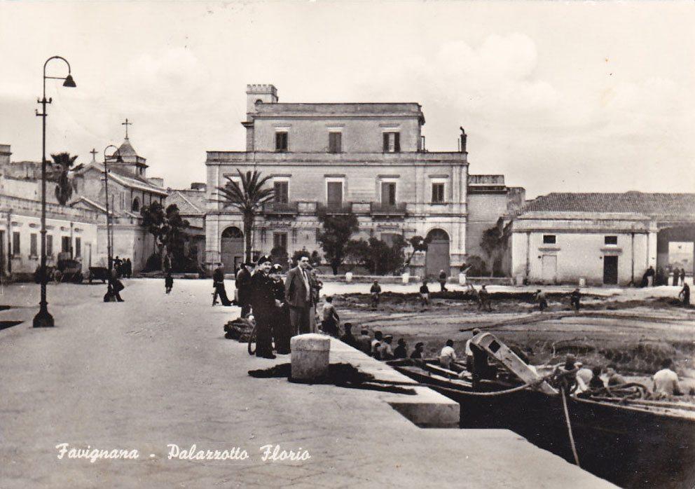 Piazza Marina Favignana palazzotto Florio reti tonnara