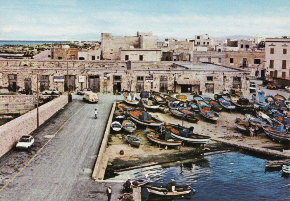 Favignana Pretti foto vecchia barche porto San Leonardo