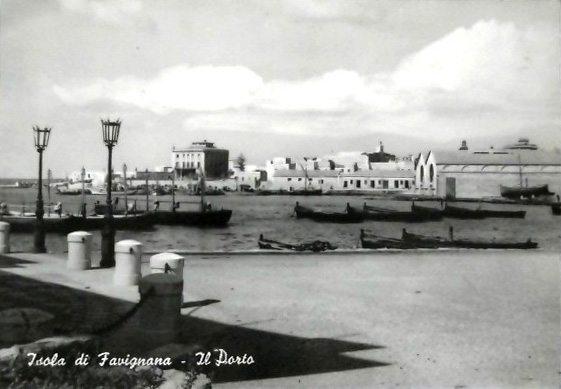 Porto Favignana visto dallo stabilimento Florio